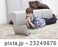 20代女性パソコン 23249876