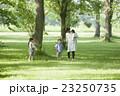 親子 遊ぶ 公園の写真 23250735