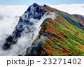 一ノ倉岳から見る紅葉の谷川岳 23271402