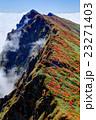 一ノ倉岳から見る紅葉の谷川岳 23271403