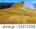 谷川連峰・一ノ倉岳から見る雲湧く茂倉岳 23271538