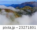 谷川連峰・茂倉岳から見る雲懸る蓬峠・大源太山・巻機山方面 23271801