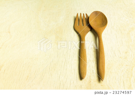 wooden fork and spoon on white backgroundの写真素材 [23274597] - PIXTA
