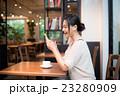カフェ コーヒーブレイク 女性の写真 23280909