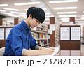 図書館 勉強 学生 23282101