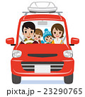 赤い車 冬のファッションの家族 ルーフキャリア付き 23290765