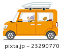 オレンジ色の車 シニアカップルと犬 冬服 白バック 23290770