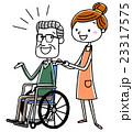 車椅子のシニア男性と女性介護スタッフ 23317575
