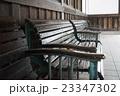 レトロ・駅のベンチ 23347302