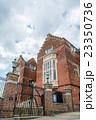ロンドン市内 赤レンガの歴史的建物 23350736