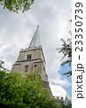 ロンドン郊外 三角にとがった塔のある教会 23350739