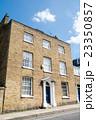 ロンドン郊外 レンガ造りの建物 23350857