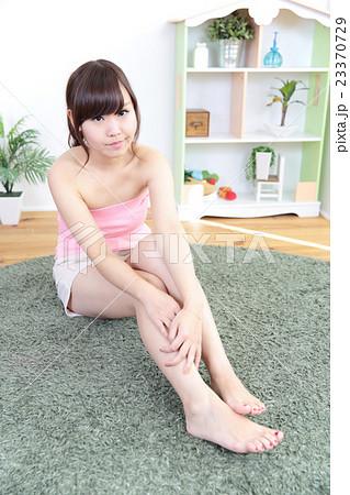若い女性 リラックス 23370729