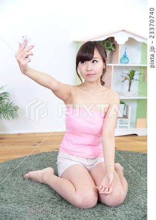若い女性 リラックス 23370740