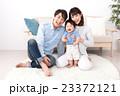 親子 笑顔 ポートレートの写真 23372121