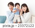 親子 笑顔 ポートレートの写真 23372122