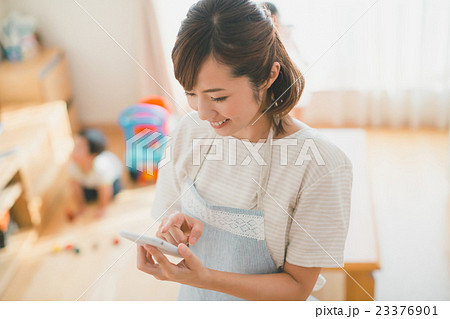 Japanese woman golfer , housewife 23376901