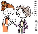 介護風景:女性スタッフとシニア女性 23377583