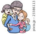 四人家族 おんぶ 抱きつく 23386113