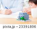 家族ポートレート パーツ 不動産 住宅購入 マイホーム計画 赤ちゃんと両親 コピースペース 23391806