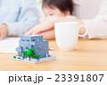 家族ポートレート パーツ 不動産 住宅購入 マイホーム計画 赤ちゃんと両親 コピースペース 23391807