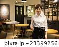 カフェ店員 撮影協力:TENOHA DAIKANYAMA 23399256