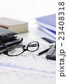 株 金融 株価チャート オフィス ビジネス 会議 ミーティング 打ち合わせ  経済 23408318