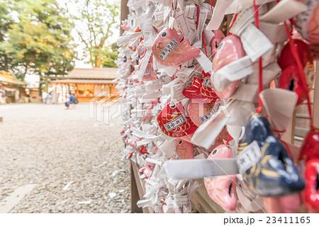 川越氷川神社 おみくじ結び所<夕景> 23411165