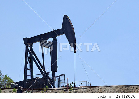 ロサンゼルスのバルドウィン石油フィールドのオイルリグ 23413076