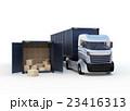 白色のトラックと扉を開けたままのコンテナ 23416313