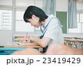 勉強 女子 学生の写真 23419429
