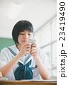 教室 女の子 学生の写真 23419490