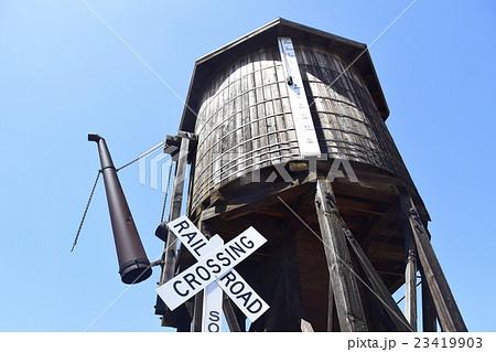 懐かしい蒸気機関車用の 木製給水塔 23419903