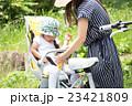 自転車 女の子 チャイルドシートの写真 23421809