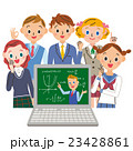 パソコンで授業を受ける学生 23428861
