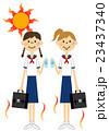 熱中症対策をする女学生 23437340