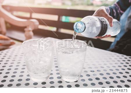 Glasses with ice cubes on black dot backgroundの写真素材 [23444875] - PIXTA