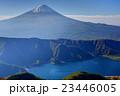 御坂山地・十二ヶ岳から見る富士山と西湖 23446005