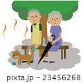 熱中症対策をする高齢者カップル 23456268