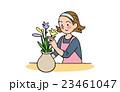 花をいけるお母さん 23461047