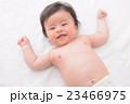 赤ちゃん 裸 乳児の写真 23466975