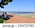 写真愛好家と旅客機 23472783