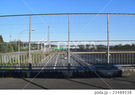 遊歩道の金網フェンス 高速道路への物投げ込み防止用 23489538