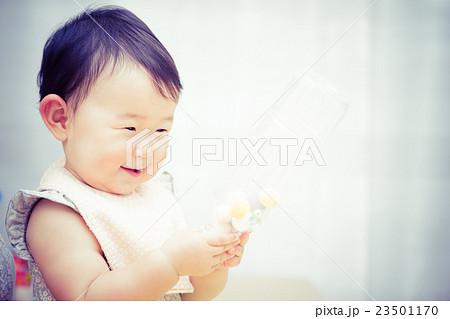 かわいい赤ちゃん 日本人 アジア人 23501170