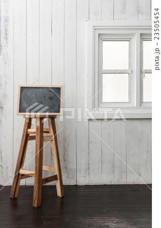 Chalkboard and wooden chair.の写真素材 [23505454] - PIXTA