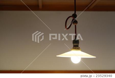 電球の灯り 23529340