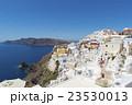 ギリシャ・サントリーニ島の街並み 23530013