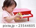 赤ちゃん (トイピアノ オモチャ おもちゃ ベビー 1歳 1才 笑顔 笑う 遊ぶ 玩具 子供 赤子) 23544605