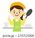 女性料理をする 23552066