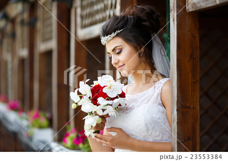Beautiful bride with bouquet 23553384